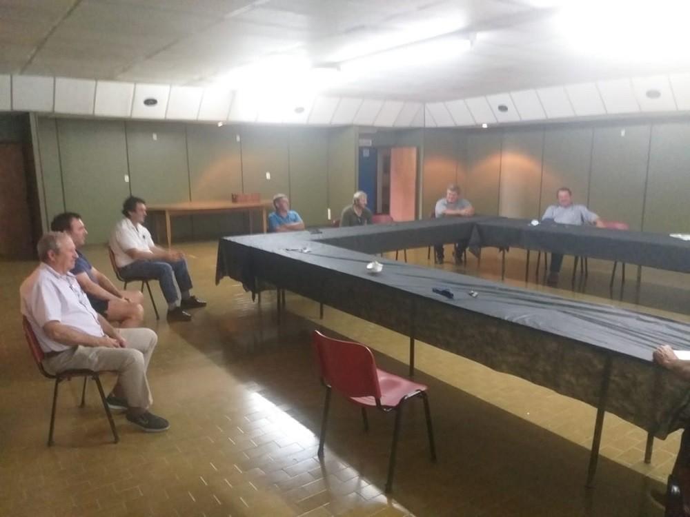 La Mesa Agropecuaria se reunió con eL Director de Caminos Municipal