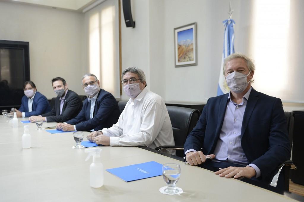 Basterra, Rodríguez y Cuattromo firmaron un convenio para créditos a agricultores familiares