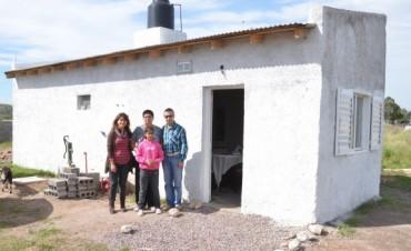 """Delpiani entregó dos viviendas del Programa """"Vivo Mejor"""""""
