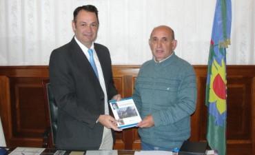 General Alvear: el intendente Cellillo recibió al presidente de la asociación cultural sanmartiniana