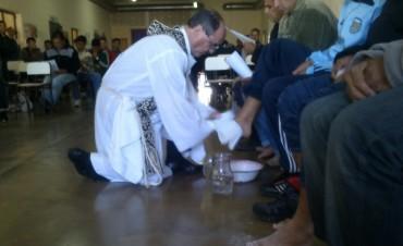 El obispo de la diócesis de azul visito la cárcel de Barker