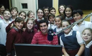 Alumnos del Colegio del Rosario visitaron Radio Olavarría