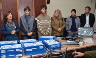 Se entregaron 24 netbooks y un kit especial en la Escuela N° 503