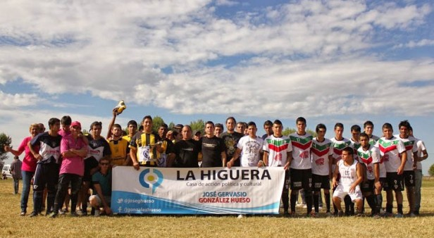 González Hueso visitó clubes y entregó materiales deportivos
