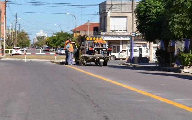 Continúan los trabajos de demarcación vial en accesos a la ciudad