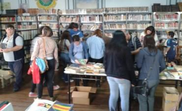 Exitosa venta de libros en la Biblioteca Primero de Mayo