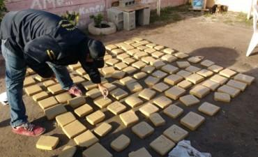 Secuestran casi 100 kilos de marihuana y aprehenden a una persona en Villa Aurora