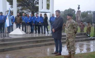 Bajo la lluvia, Olavarría conmemoró el 2 de Abril