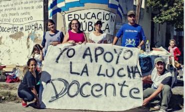Mural colectivo SUTEBA Olavarria en jornada del Paro CTERA 5/4