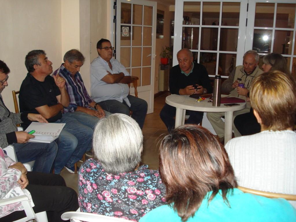Reunión con vecinos del barrio Los Robles