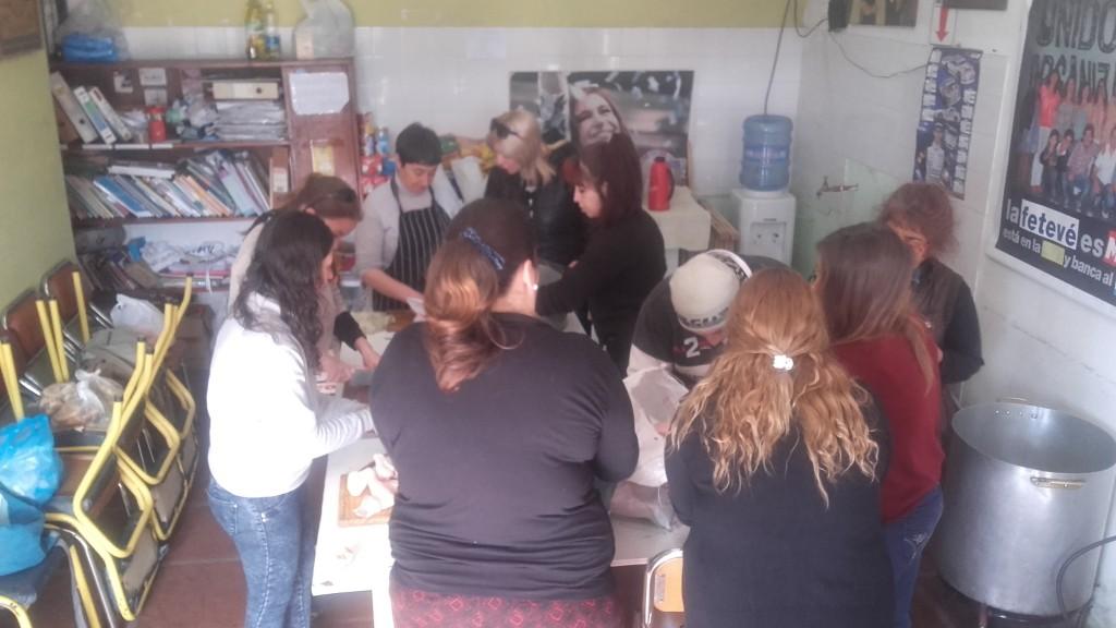 Continúa la colecta de alimentos en Sarmiento casi Urquiza