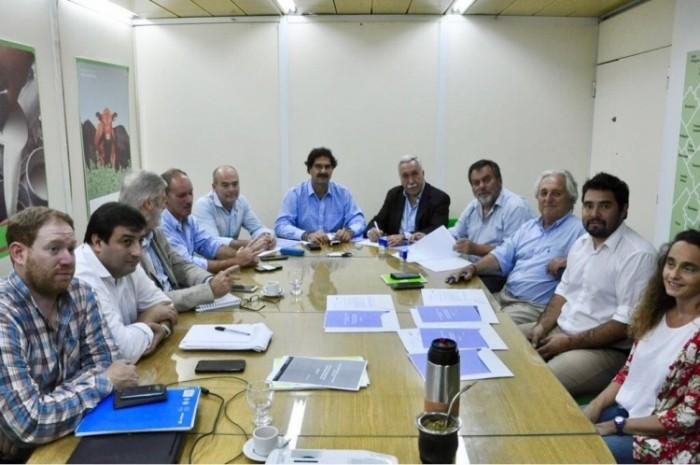 Olavarría participa de un proyecto provincial de control biológico de tucuras