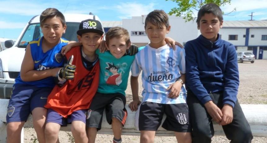 """Los chicos del Programa Deporte Barrial al Encuentro de Escuelitas de Fútbol """"Raúl Moriones"""""""