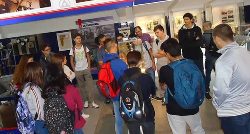 Visita de la EEST Nº2 al Museo Hnos. Emiliozzi