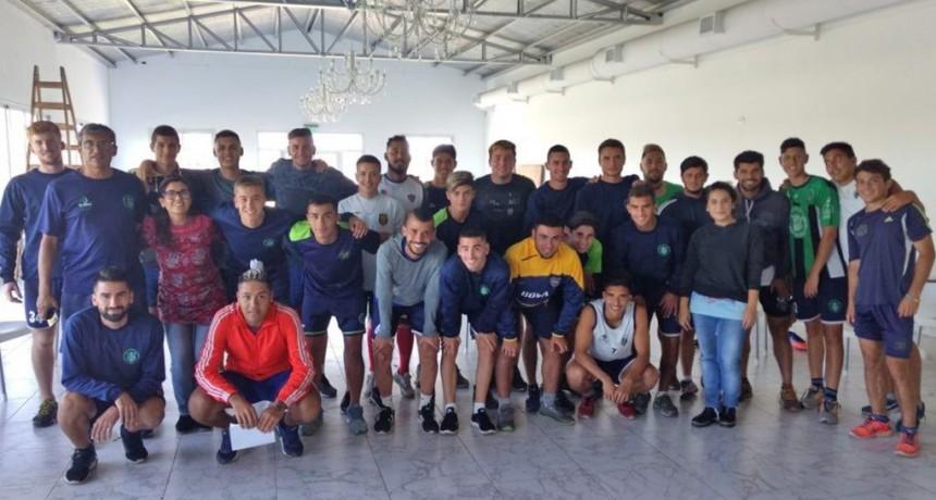 Comenzaron las charlas sobre violencia de género con futbolistas locales