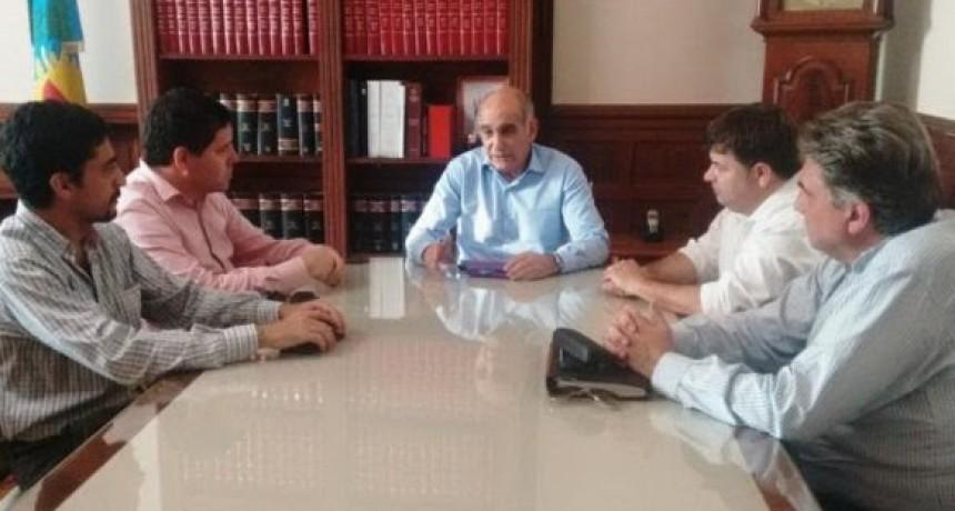 Radicales de Olavarría con el vicegobernador bonaerense y otros funcionarios