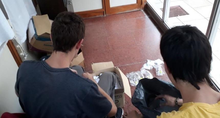 Graffiteros: cumplen su sanción de trabajo comunitario