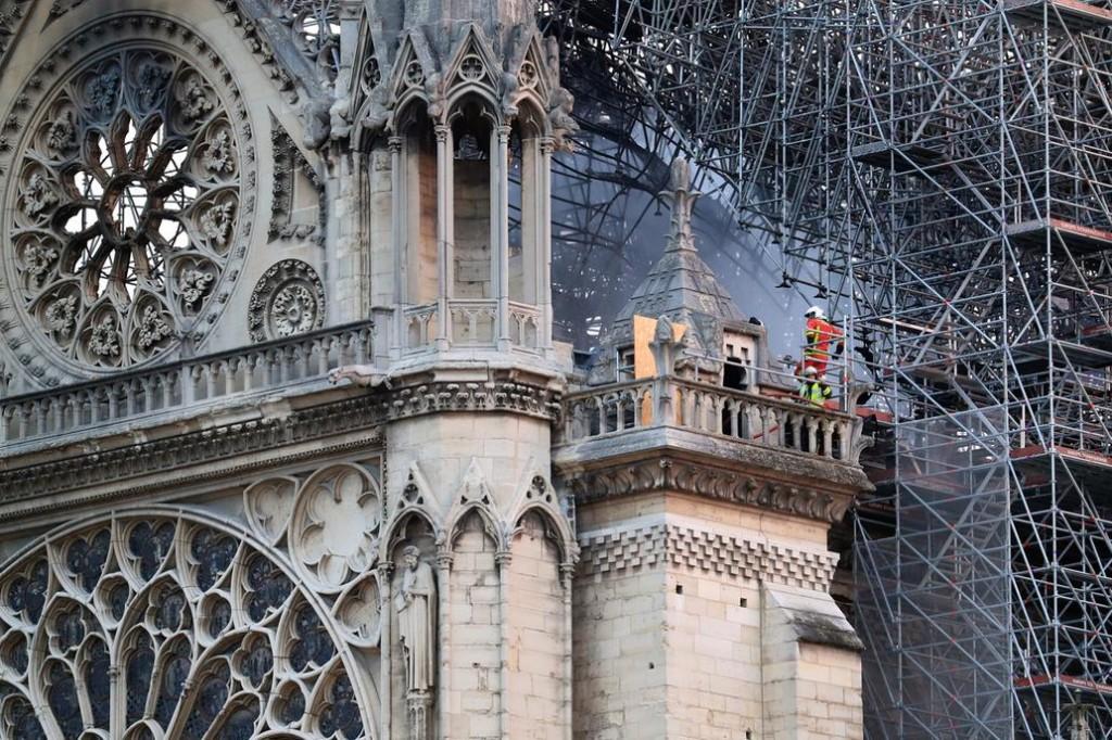 Notredame: destacan el trabajo de los bomberos y el inicio de la reconstrucción