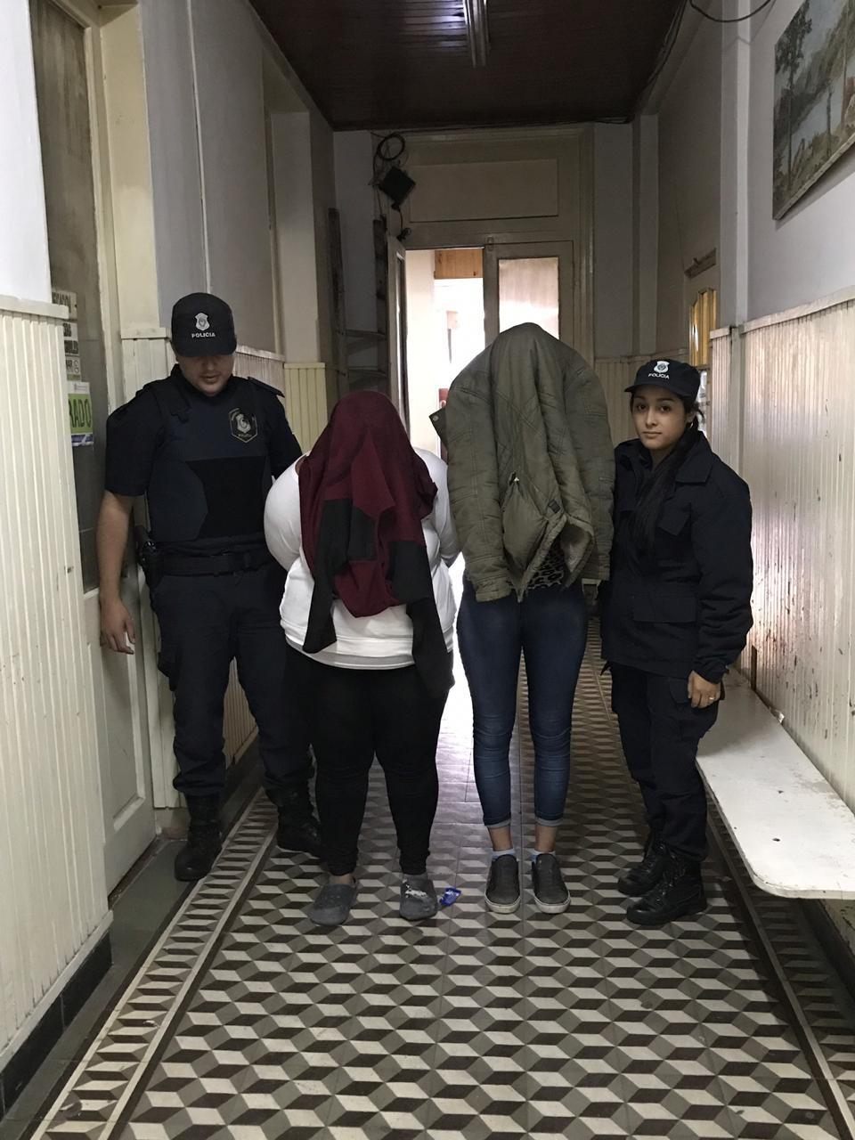 Dos mujeres aprehendidas acusadas de hurto