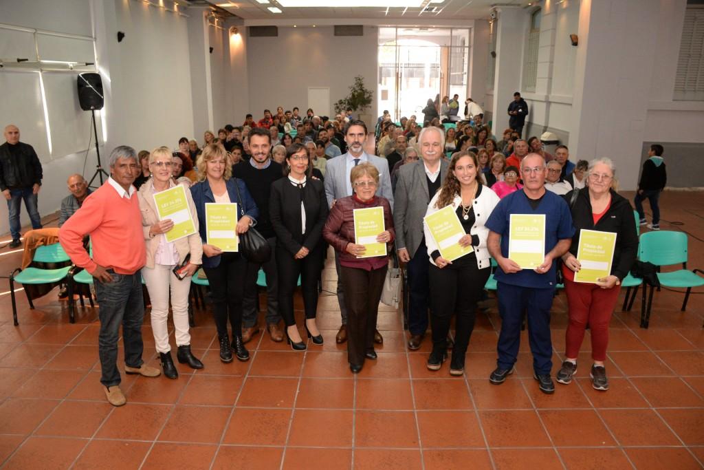 Más de 100 familias recibieron su escritura