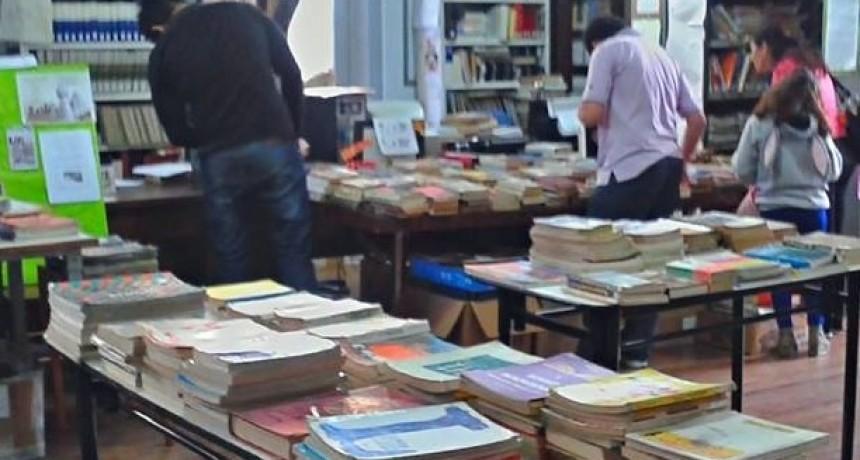 Segunda feria de libros usados de la 1º de Mayo
