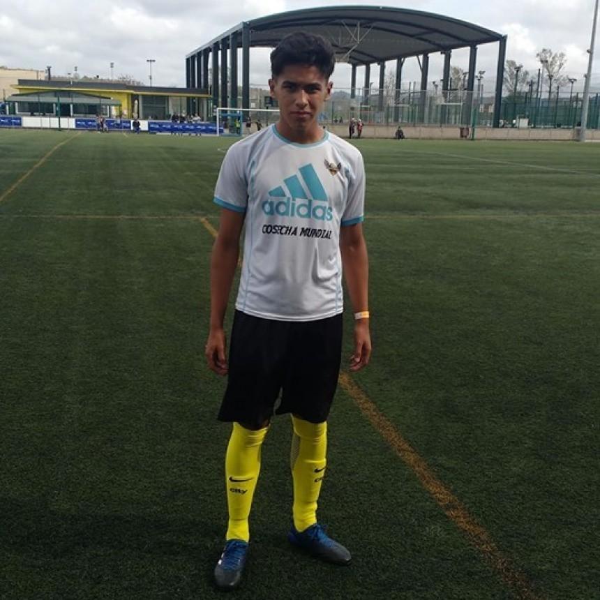 Futbolista olavarriense en Barcelona