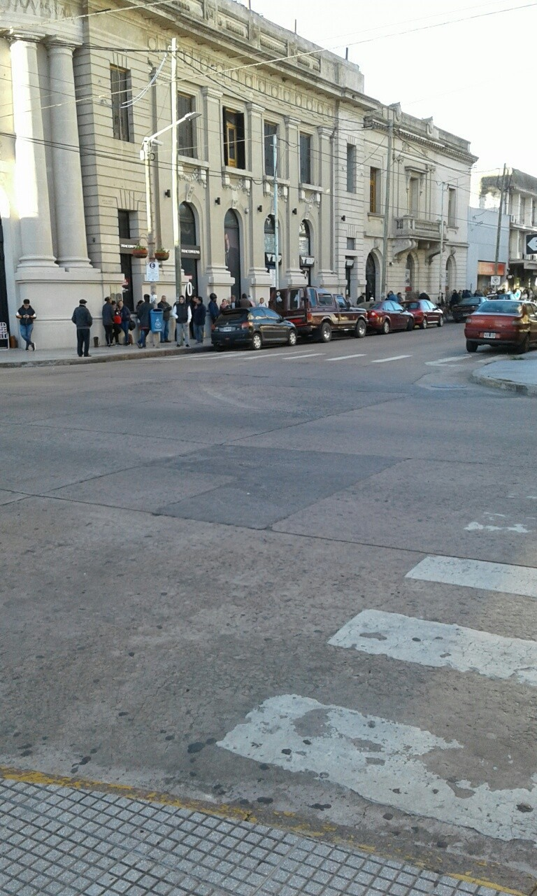 Horario especial, cortes de calle y asientos para que los bancos funcionen mejor