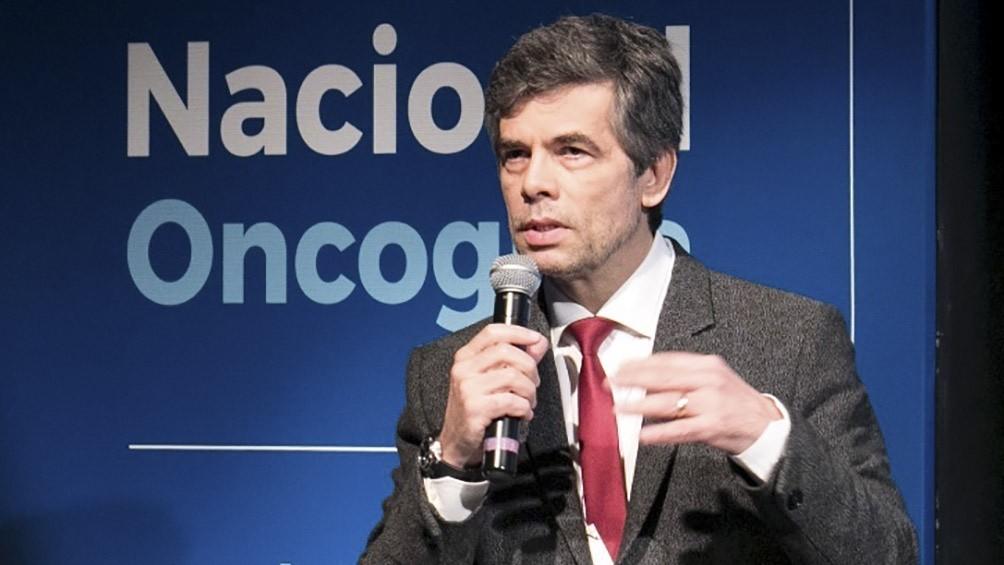 Bolsonaro anuncia nuevo ministro, busca flexibilizar la cuarentena y recibe cacerolazos