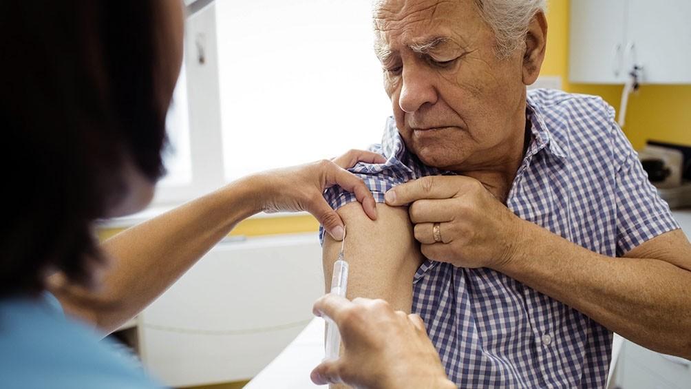 Vacunaron a afiliados de PAMI en hogares