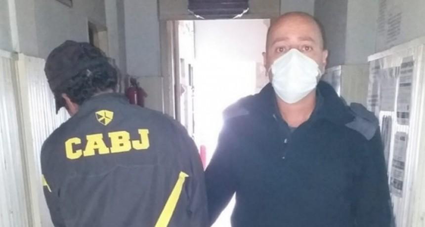 Un detenido por agredir a la policía cuando era identificado por infringir la cuarentena