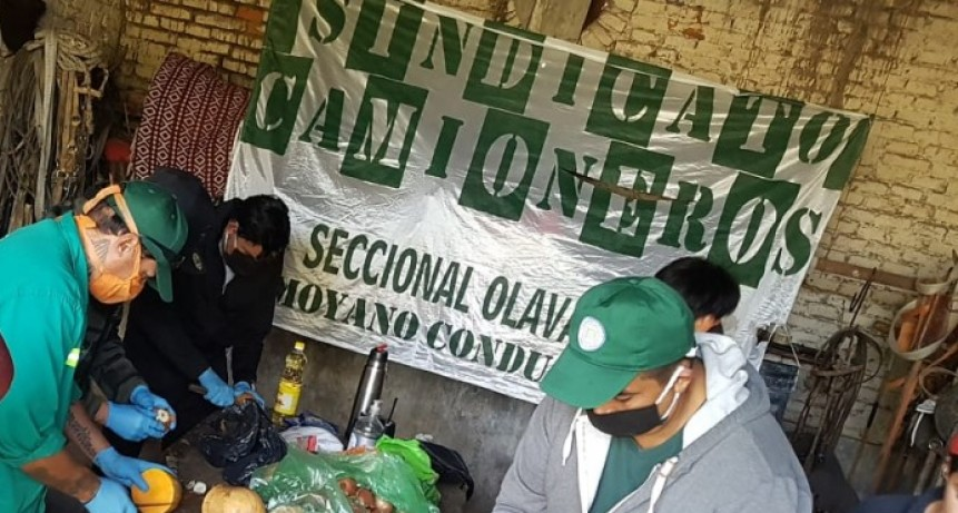 Recolectores Afiliados al sindicato de camioneros que conduce Hugo Moyano realizaron otra acción solidaria