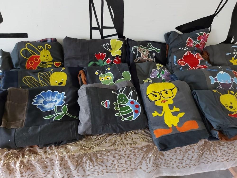 El Hospital Ángel Pintos recibió una donación de mantas confeccionadas en la cárcel de mujeres de Azul