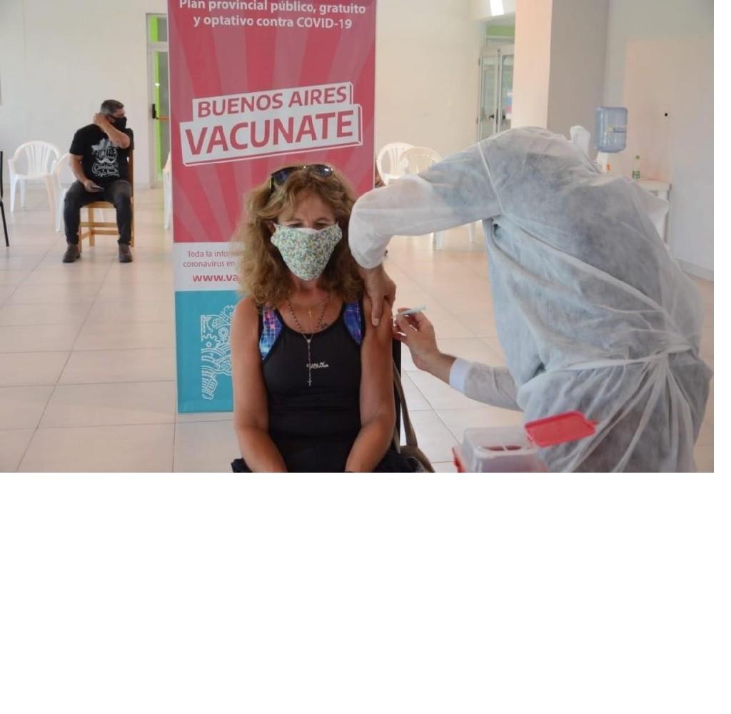 Más de 700 personas mayores de 60 años fueron vacunadas este jueves contra el COVID