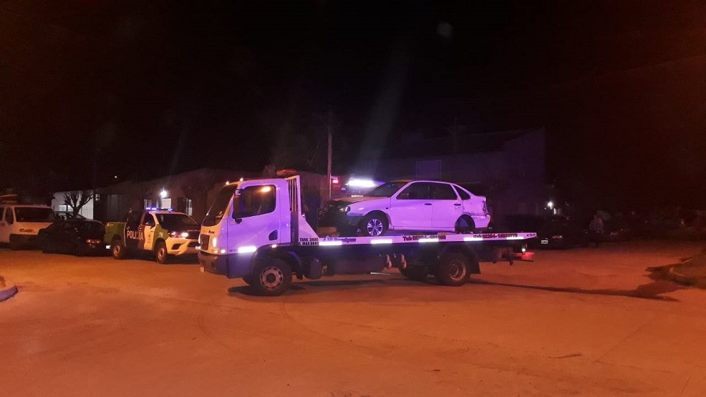 Secuestran vehículos y labran infracción por falta de documentación
