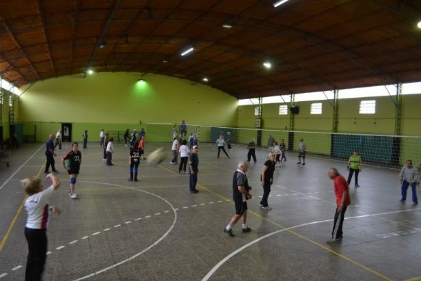 Adultos Mayores jugaron al Voleibol  y New Com