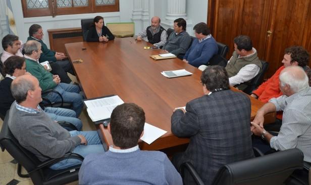 Julián Abad fue presentado ante la Mesa Agropecuaria