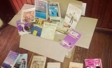 Donación de libros para biblioteca de la Unidad Nº 38