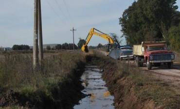 Contra las inundaciones: ejecutan limpieza de canales y zanjones