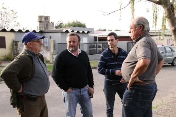 González Hueso recorrió Hinojo, Sierras Bayas y Barrio AOMA para mejorar la forestación