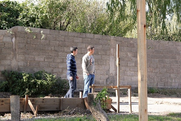 González Hueso anunció la firma del contrato para seis viviendas del Barrio Químico