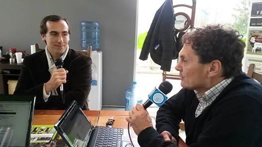 Hugo Alconada Mon en la Mesa de Café