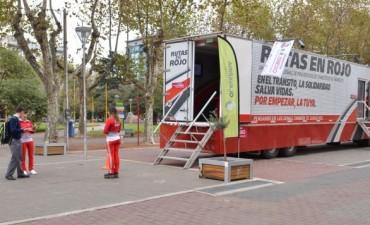 El camión de Rutas en Rojo se encuentra instalado en Olavarría