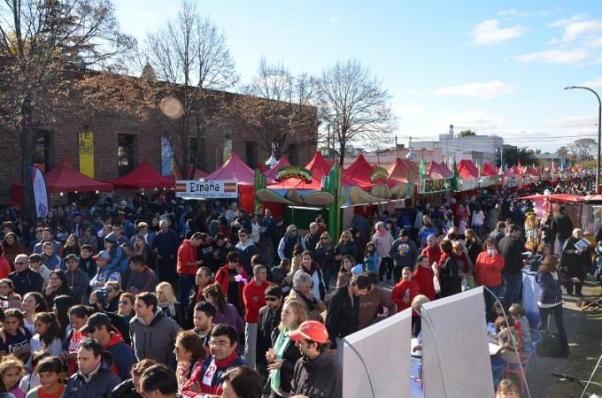 Gran fiesta frente al Centro Cultural San José