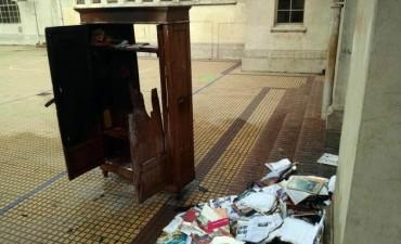 Se incendió una biblioteca en un aula de la Escuela Normal