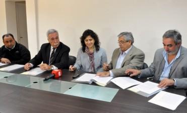La ministra de salud Zulma Ortíz se reunió con más de 20 intendentes y secretarios del centro y sur provincial