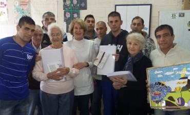 Visita de escritoras al taller de  braille en la Unidad Nº 38