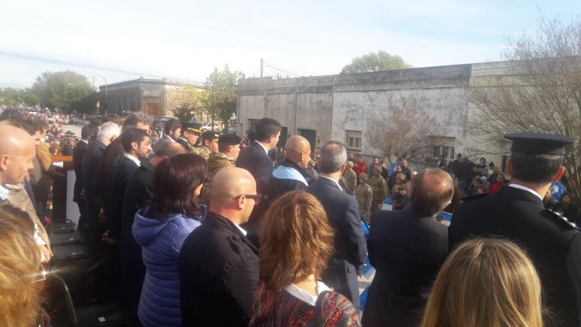 Gran respuesta de la comunidad al desfile patrio en Hinojo