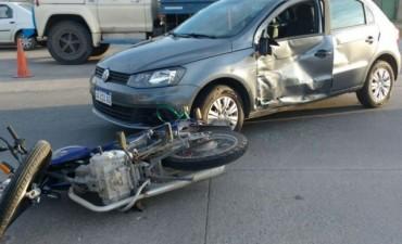 Nuevo choque auto - moto en un lugar comun