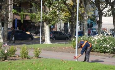 Continúan los trabajos de mejoramiento en la Plaza Central