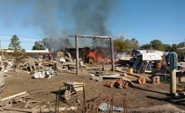 Importante incendio en una casa y casilla